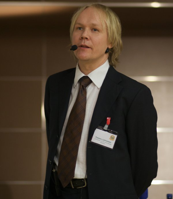 Estonian men typically wear conservative suits, white colored shirts, and ties to work.