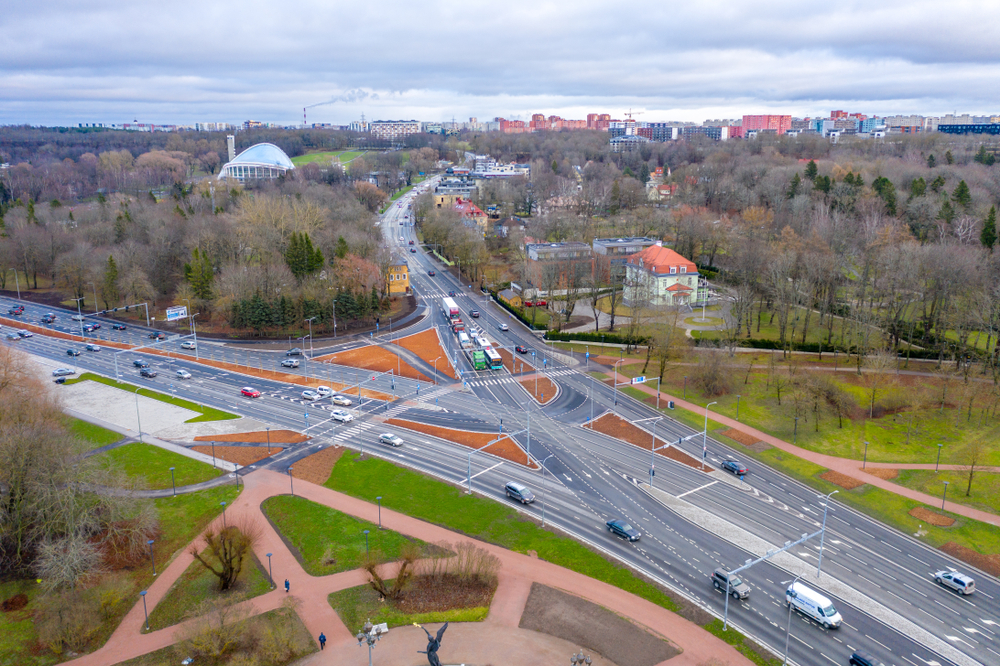 An aerial view of traffic in Tallinn.