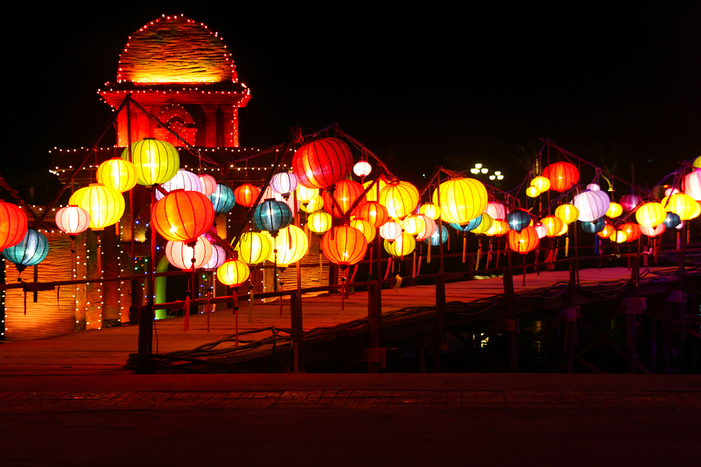 The Chinese Vietnamese community celebrates the Lantern Festival by hanging colorful decorative lanterns in homes and public spaces.