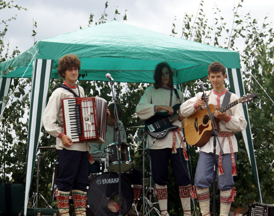 The accordion is called a <i>lõõtspill</i> in Estonian.
