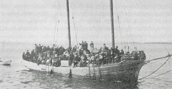 Estonian Swedes flee from Soviet-controlled Estonia in 1943 or 1944.