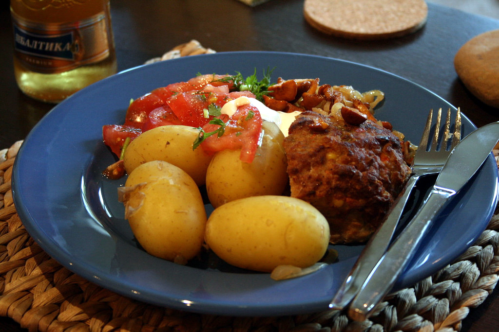 In the winter, dishes made from root vegetables like potatoes become more common, along with roasts and other hot dishes.